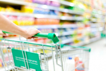 La suppression totale des présentoirs et de toute référence au tabac dans les points de vente : un objectif à court terme